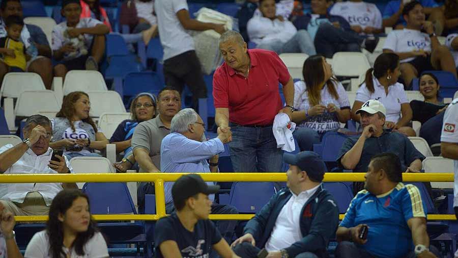 Eduardo Lara no es mas el tecnico de La Seleccion Nacional y termina contrato con FESFUT. Lara-es-recocnocido-por-Fito-Zelaya-04
