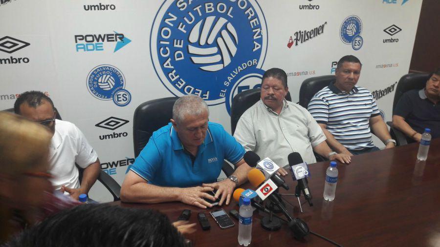 Eduardo Lara no es mas el tecnico de La Seleccion Nacional y termina contrato con FESFUT. Lara