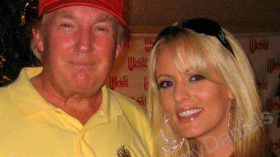Stormy Daniels junto a Donald Trump.