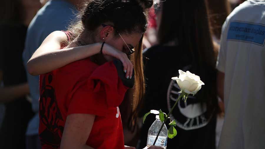 Armar a profesores evitaría tiroteos en escuelas: Trump