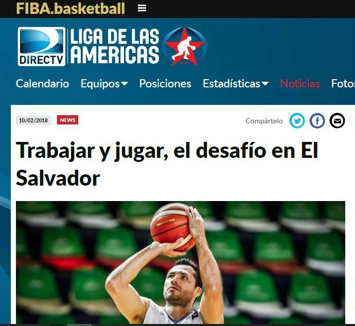 Esta es la imagen de la nota de la FIBA, con Óscar Rivera en acción.