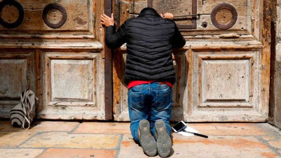 Cierran el Santo Sepulcro en protesta por un impuesto