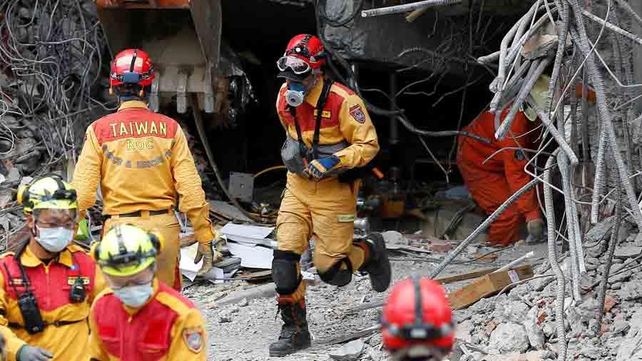 Rescatistas buscan supervivientes en seÌsmo con 5 muertos y 88 desaparecidos