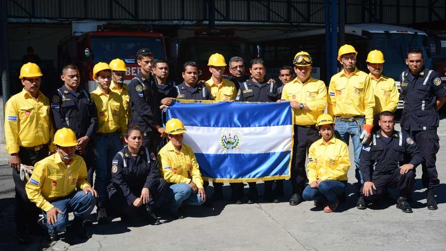 entrega pabellon bomberos brigadas forestales Costa Rica