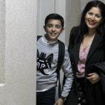 Luis Angel Gómez Jaramillo y su madre. Foto/EFE