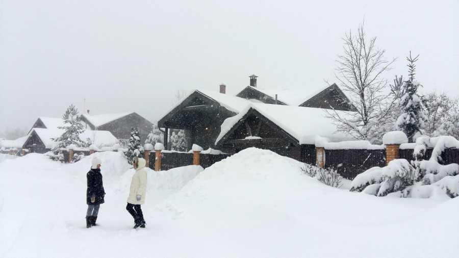 Fuerte nevada demora vuelos y cancela clases en Moscú — Rusia
