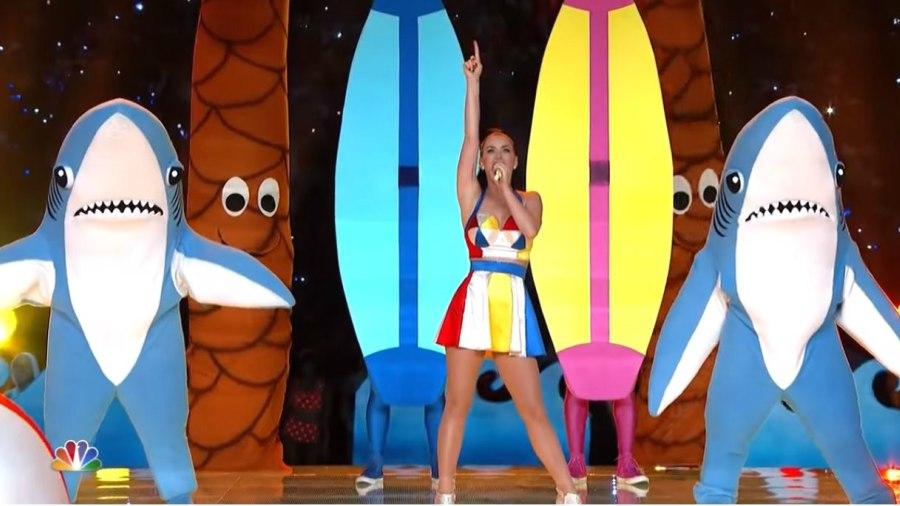 """Mujeres Música Katy Perry Cabello Azul Desgaste Cantantes: El """"Left Shark"""" De Katy Perry Rompió El Silencio Sobre Su"""
