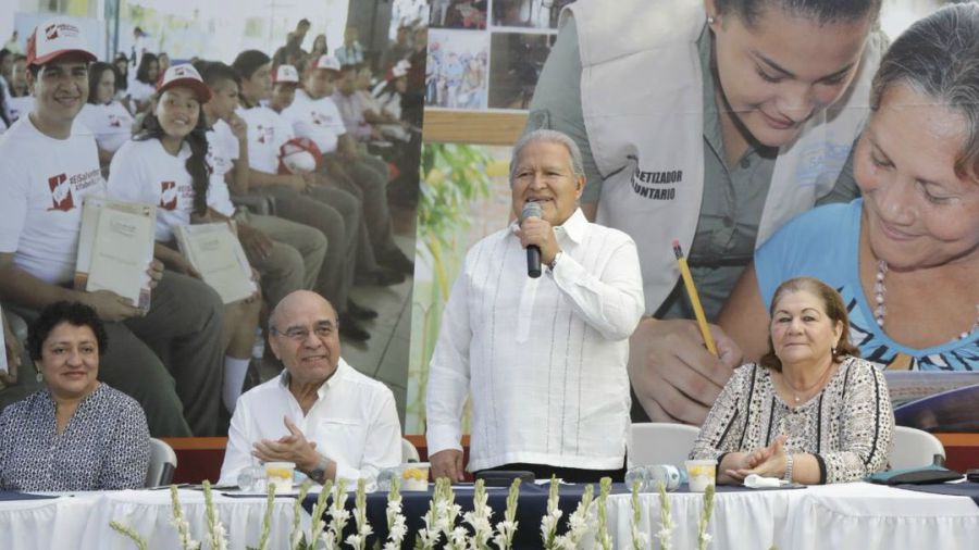 Sánchez Cerén anuncia posibles cambios en gabinete