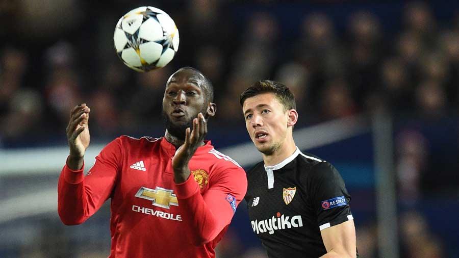 Manchester United's Belgian striker Romelu Lukaku (L) vies with Sevil