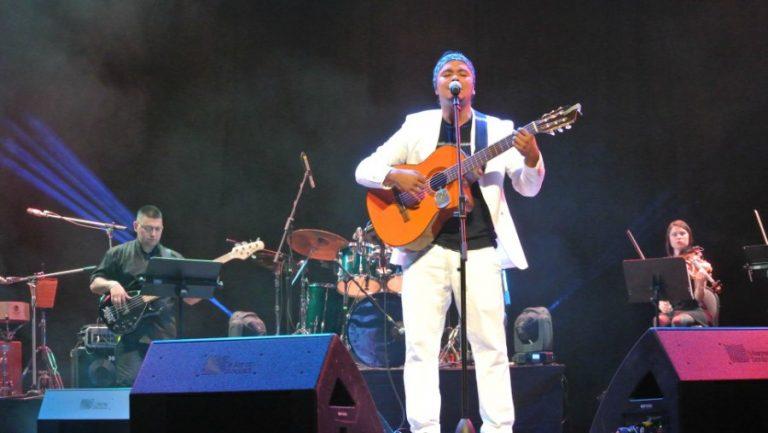 Cantautor Oscar Sandoval en concierto. Foto/Cortesía.