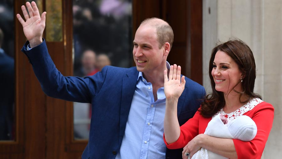 Príncipe William firma el certificado de nacimiento de su tercer ...