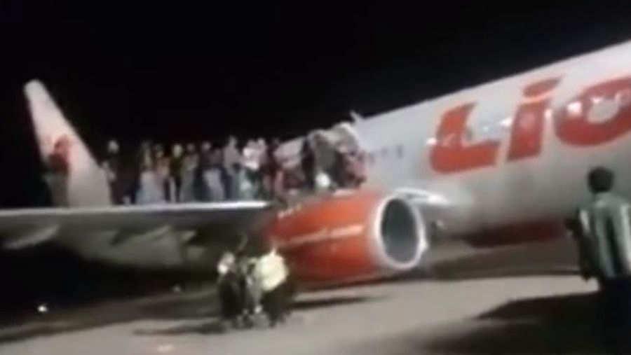 Broma pesada en avión termina con 11 heridos en Indonesia