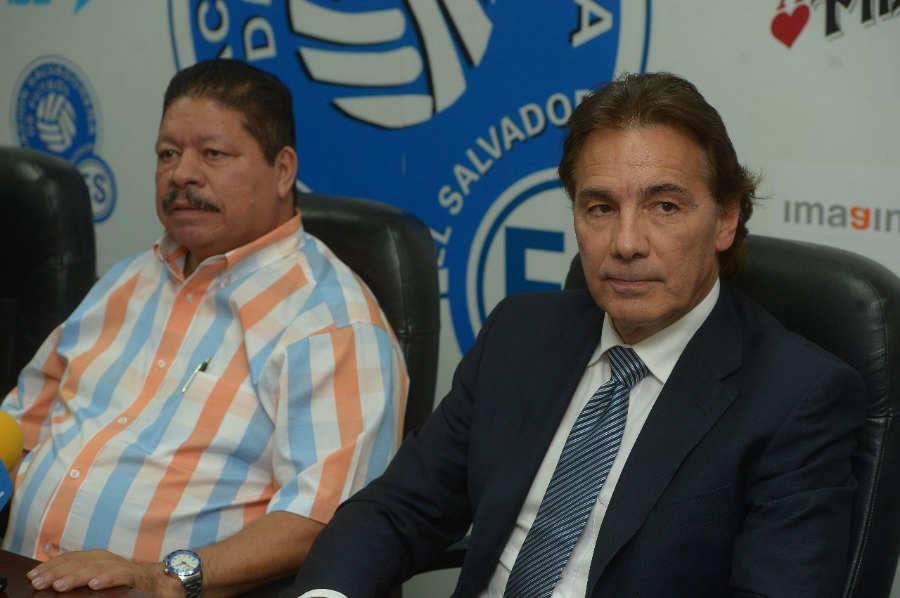 Carlos De Los Cobos es nuevamente el tecnico de La Seleccion Nacional DE-LOS-COBOS-MAYO-2018-EDH-DEPORTES-02