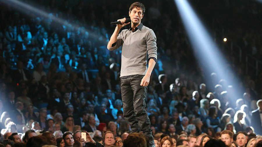 Enrique Iglesias dice que extraña a sus mellizos durante su gira mundial