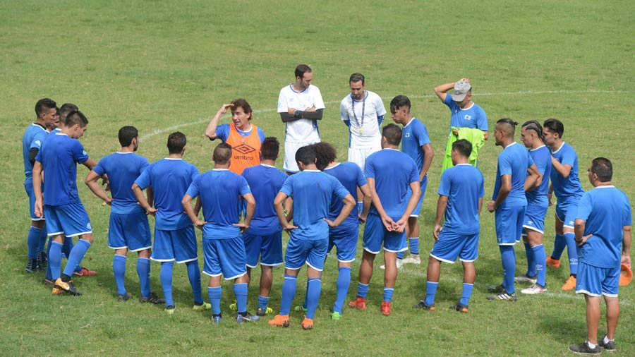 Entreno de la Selección Nacional bajo la dirección de Carlos de los Cobos.  Foto  René Estrada 627062b45152a