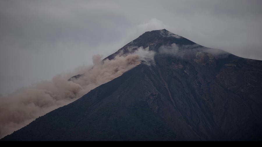 """Rescatistas reanudan búsqueda de desaparecidos en Guatemala"""""""