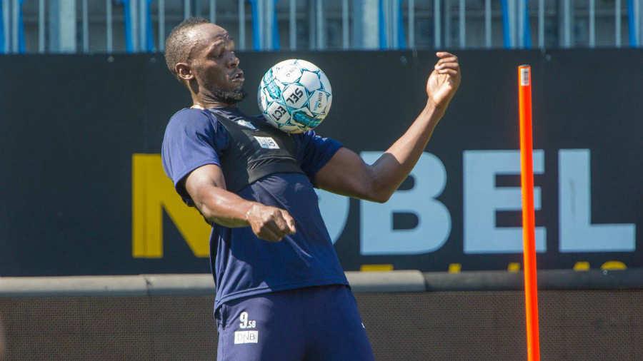 Bolt debuta en el fútbol usando la 9.58