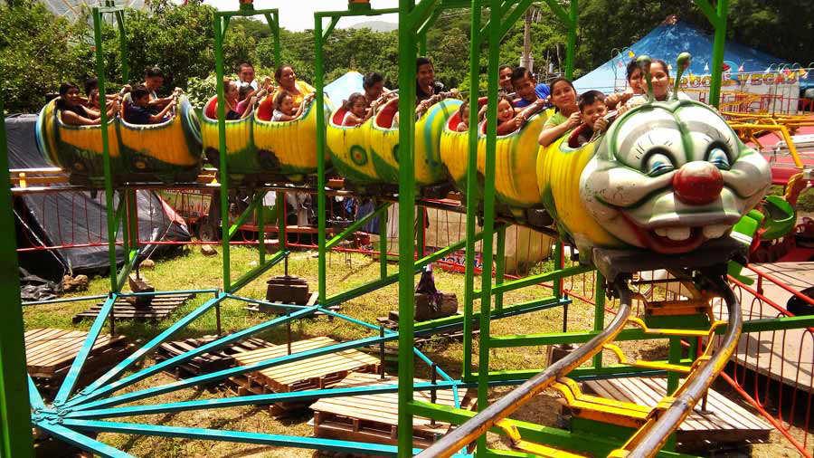 Ninos Y A Adultos Acudieron Al Campo De La Feria De Santa Ana