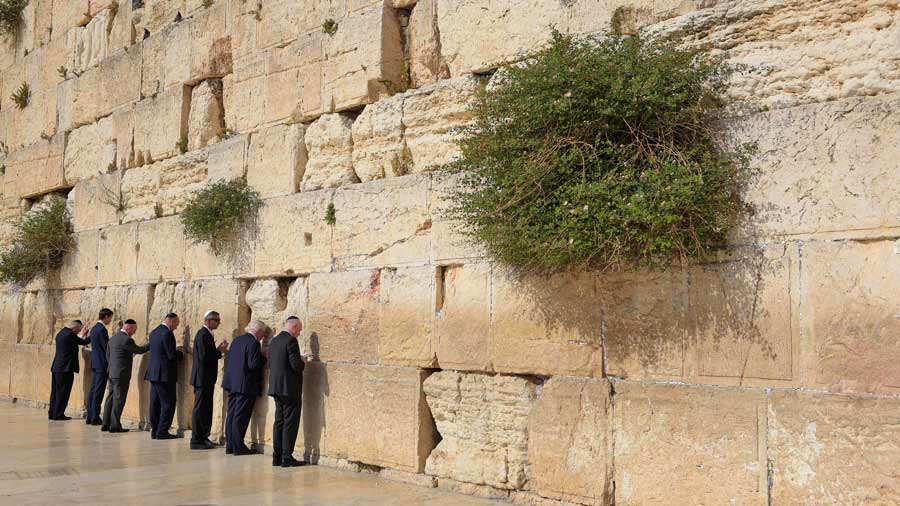 Se Desprende Piedra Del Muro De Los Lamentos De Israel Elsalvadorcom - Muro-piedra