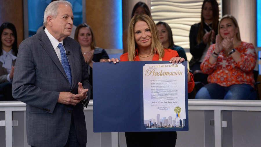 El alcalde de la ciudad de Miami Tomas Regalado entregó las llaves de la ciudad a la Dr. Ana María Polo en el año 2016. Foto AFP.