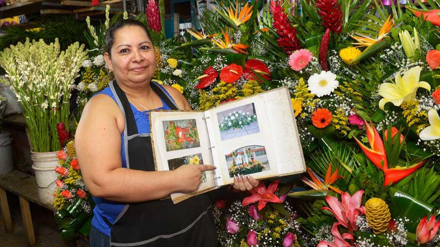 Las Vendedoras Del San Miguelito Añoran Decorar Su Carroza