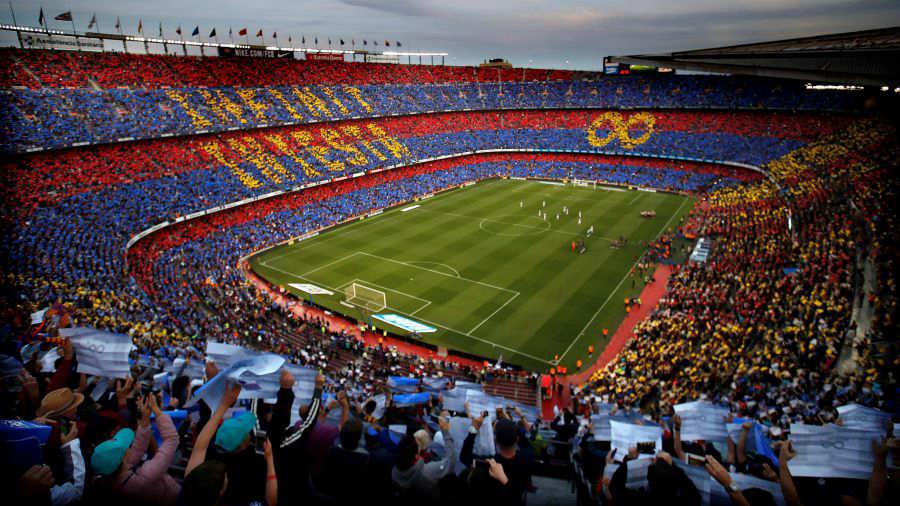 Mosaico en homenaje a Andrés Iniesta durante el partido de la última  jornada de Liga en Primera División que disputan frente a la Real Sociedad  el 20 de ... aa690f65473