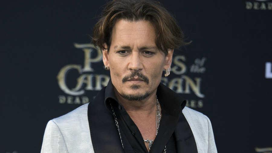 Johnny Depp acusa a su ex de defecar en la cama