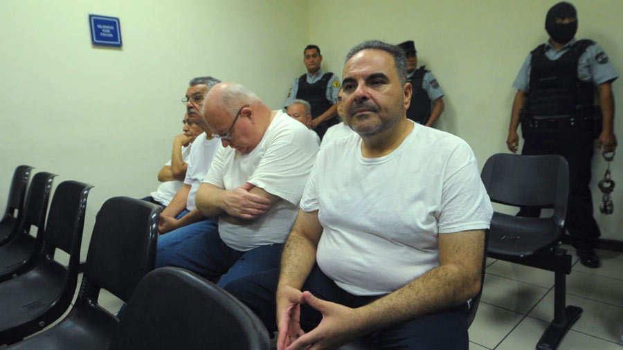 Corte de El Salvador recibirá testimonios en juicio contra expresidente Saca