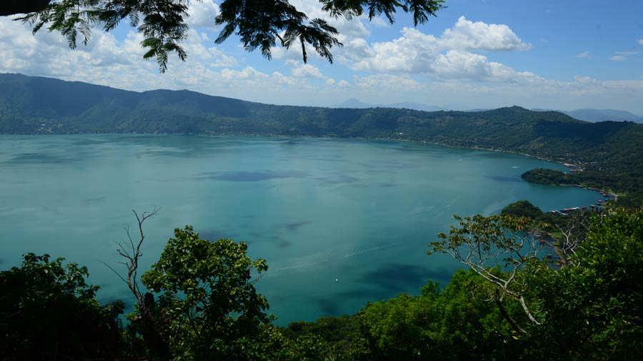 Lago Coatepeque Color Turquesa
