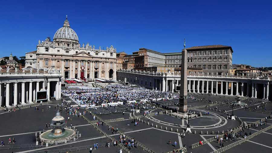 Tres diputados irán a Roma a canonización con fondos públicos