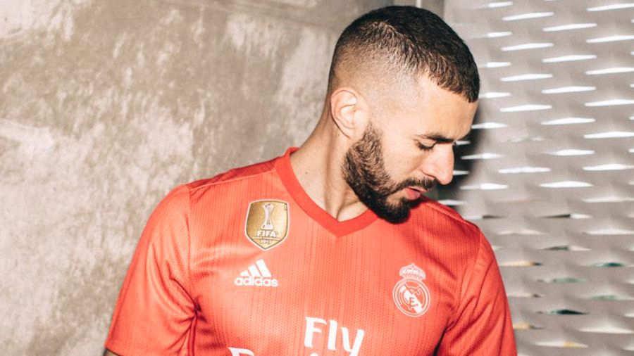 Te parece  El Real Madrid presenta su nueva camiseta fabricada con ... 91a7e78548155