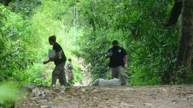 Escena de homicidio de Lidia de Jesús López, promotora de Salud en Ciudad Arce, Santa Ana. Hecho ocurrido el 9 de mayo de 2018.