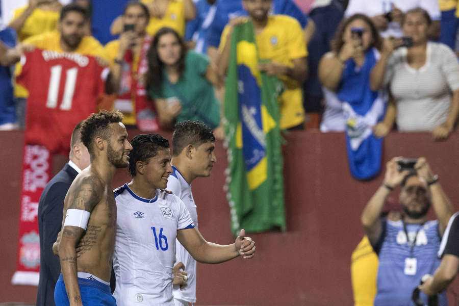 11-9-2018 - Amistoso El Salvador 0 Brasil 5. Oscar-Cer%C3%A9n1