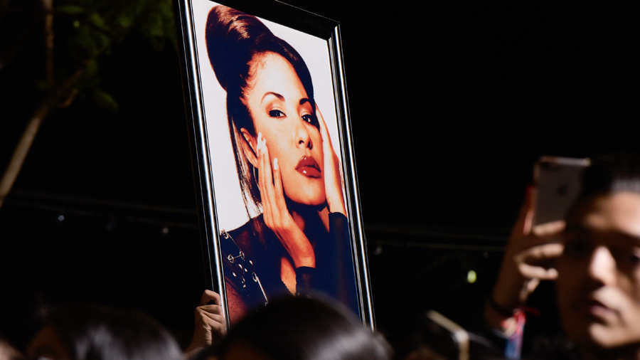 Revelan una foto inédita de Selena Quintanilla donde se ve irreconocible