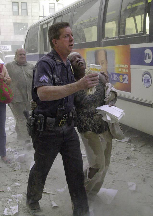 US-ATTACKS-TRADE CENTER-POLICE HELP