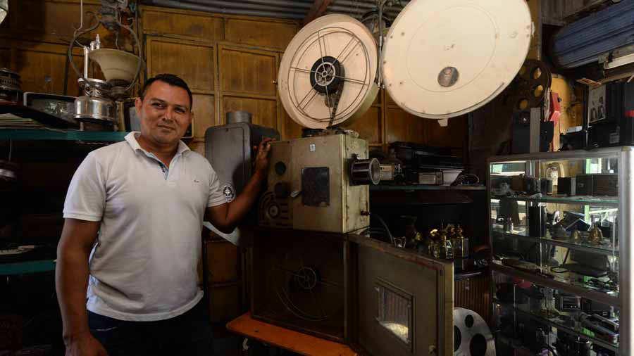 ANTICUARIO DEL CINE LIBERTAD. Juan José Aguilar es un vendedor de artículos  antiguos y contemporaneos para coleccionistas y para la decoración que  cuenta ... d602bdf6df3