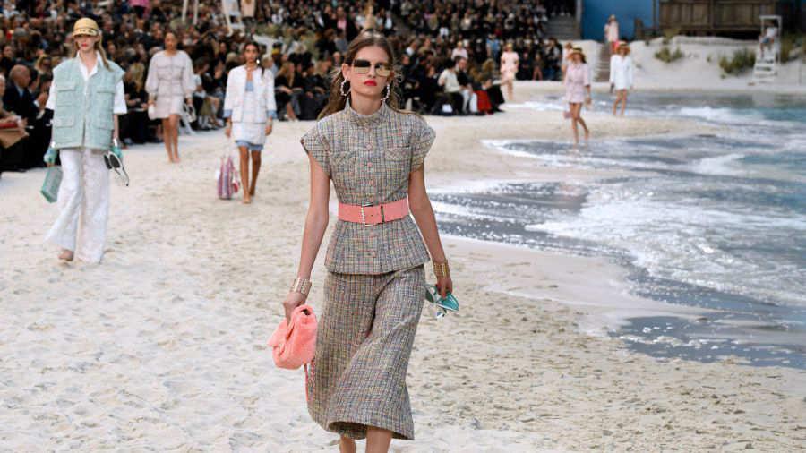 Video: Chanel recrea una impresionante playa en hotel de París ...