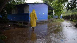 Emergencias-lluvias_051/ Lluvias en el centro escolar El Amatal, comunidad Las Delicias, Metalío.