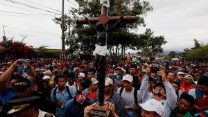 Caravana de migrantes hondureños no se detiene pese a las amenazas de Trump
