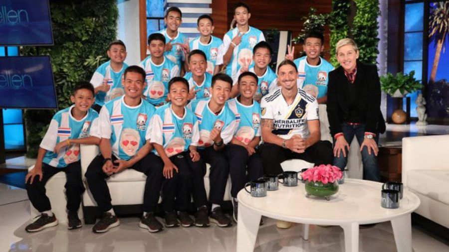 Ibrahimovic sorprende a los niños rescatados de Tailandia