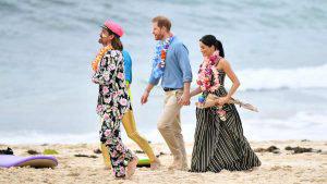 Meghan Markle y el príncipe Harry disfrutan de visita a la playa en Australia