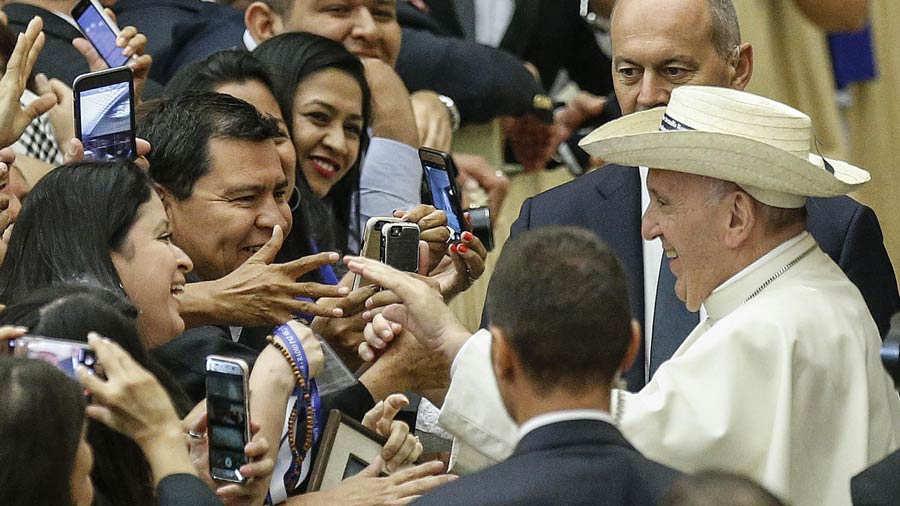 Papa y salvadorenos