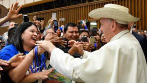 Las emotivas imágenes de la audiencia especial del Papa con católicos salvadoreños