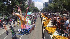 Coloridos alebrijes invaden las calles de la ciudad de México
