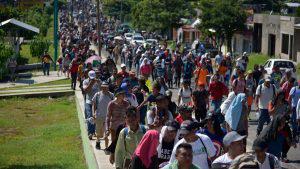 Más hondureños se unen a caravana que va rumbo a Estados Unidos