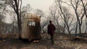La incansable búsqueda de un hermano desaparecido en incendio de California