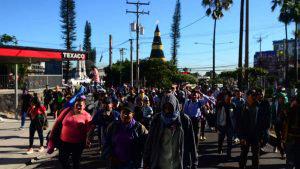 Cuarta caravana de migrantes salvadoreños parte en buses rumbo a Estados Unidos