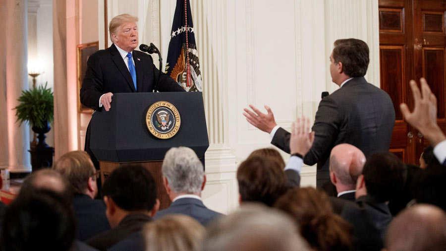 Trump ataca a prensa y dice a un periodista CNN que es