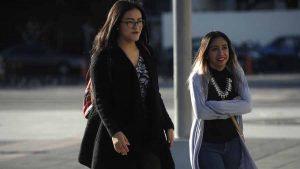 Salvadoreños sacan sus suéteres por vientos norte y frente frío en el país