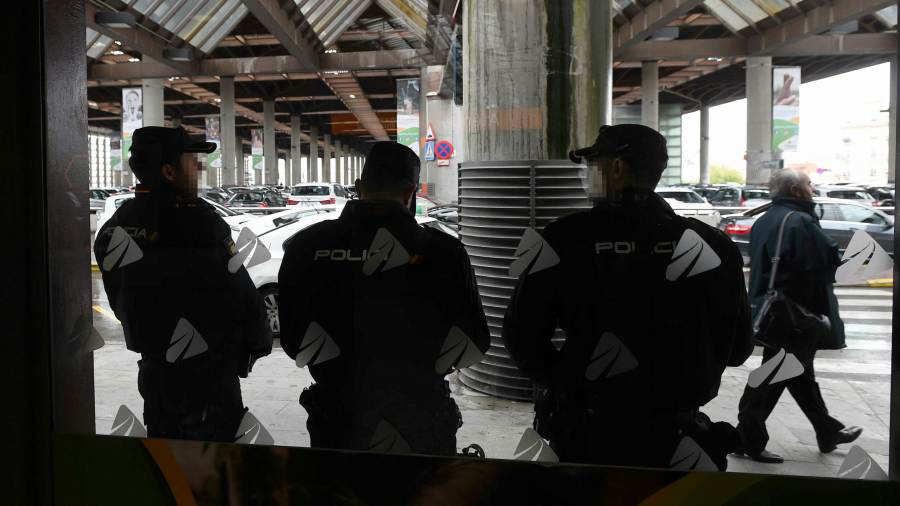Los Mossos activan los TEDAX desalojan dos trenes en Barcelona Sants